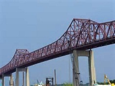Portion of St. Johns River closed after vessel struck Mathews Bridge