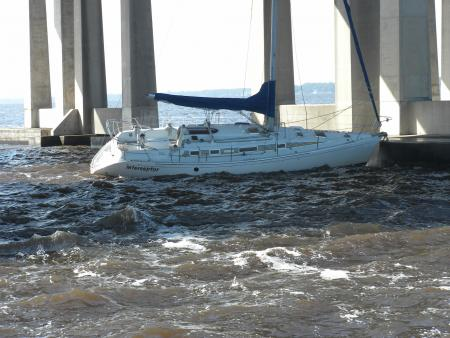 High Winds Causes Sailboat to Strike Buckman Bridge